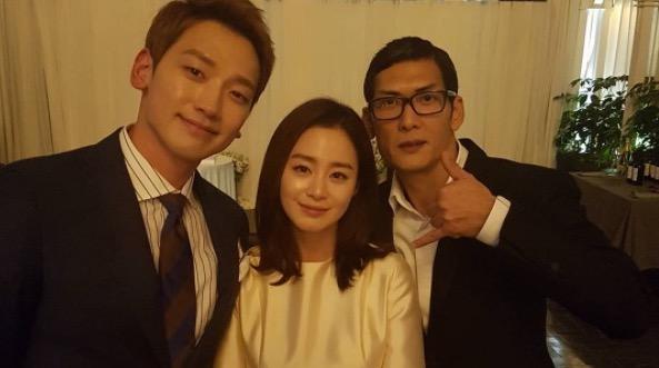 http://www.iloveasia.su/wp-content/uploads/2017/01/rain-kim-tae-hee-park-joon-hyung1.jpg