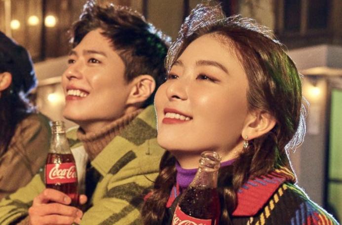 Pak Bo Gom I Sylgi Iz Red Velvet Budut Reklamirovat Coca Cola Iioveasia Poslednie Novosti K Pop C Pop J Pop